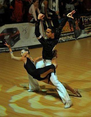 Carlos y Piluca profesores escuela de Baile Zaragoza